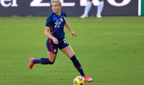 Kristie Mewis adds to USWNT's lead with a late first-half goal