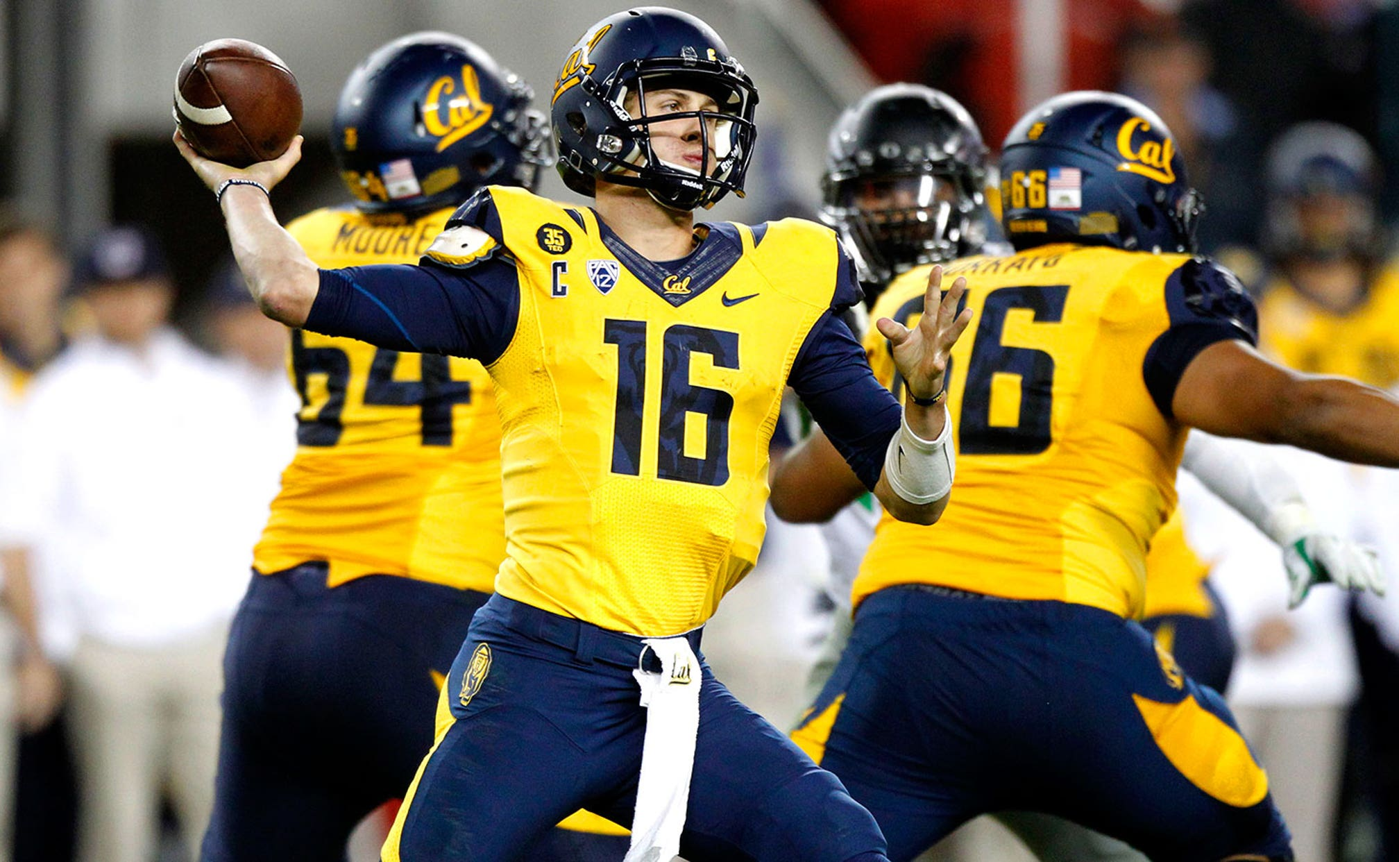 Qb Jared Goff Breaks Cal S All Time Records For Passing Yards Completions Total Offense Fox Sports