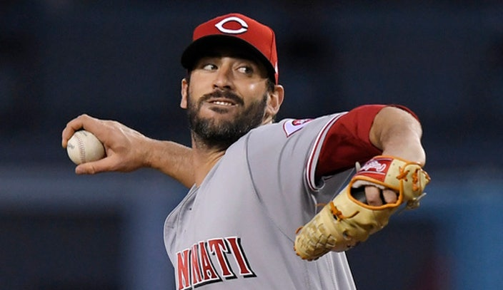 Harvey debuts for Reds in 6-2 win over Dodgers